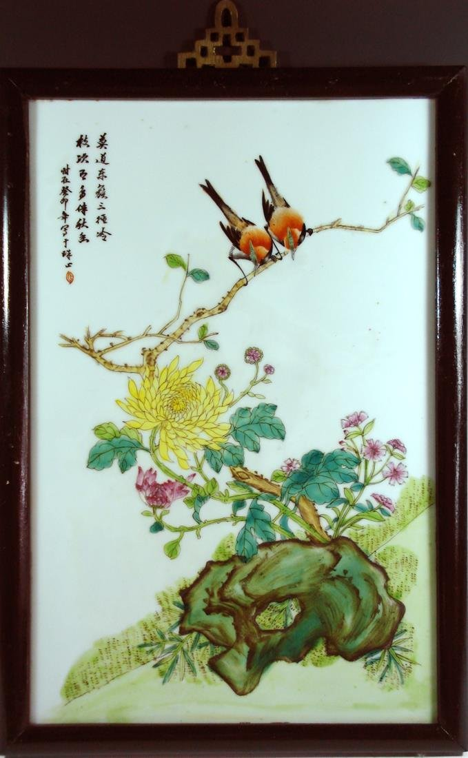 A PORCELAIN PALTE PAINTING OF TWO BIRDS WITH FRAME