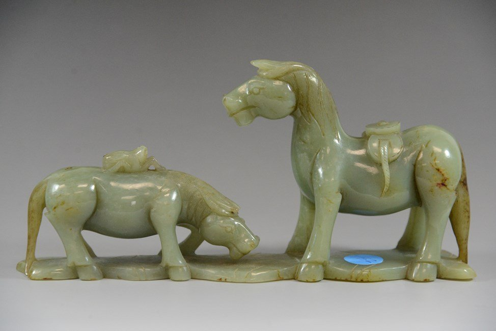 A CHINESE JADE CARVING OF A PAIR OF HORSE