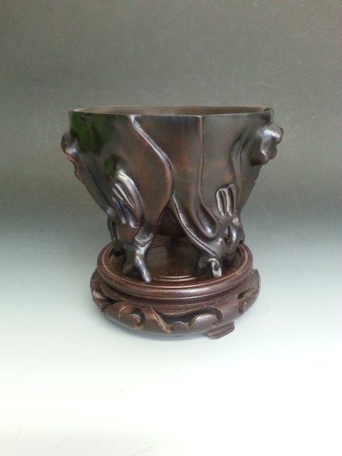 AN CARVED ZITAN ROOT SHAPED CUP WITH STAND