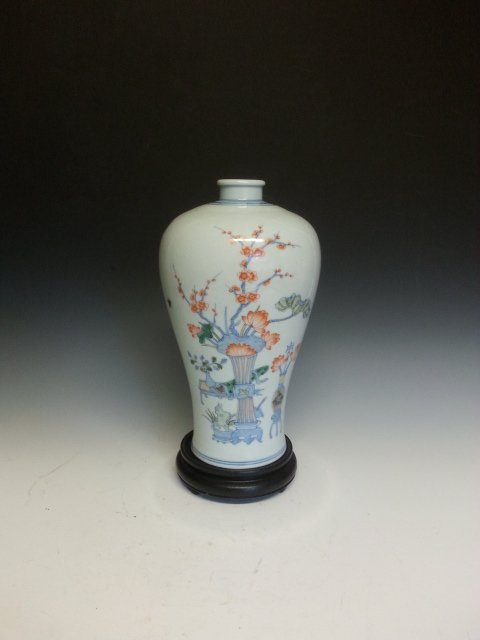 AN FLOWER PAINTING PORCELAIN VASE