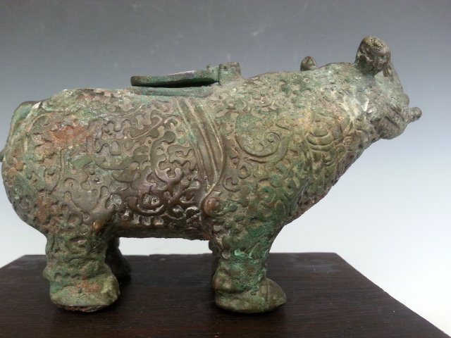 A OLD BRONZE MATALIC RHINOCERO CONTAINER