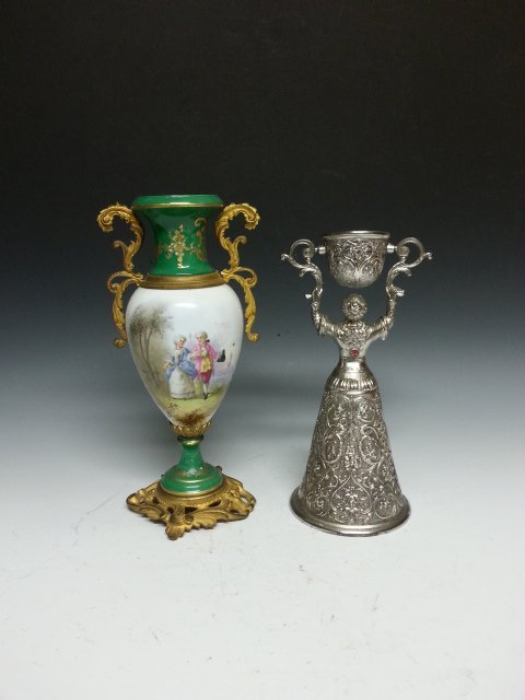 AN ANTIQUE STYLE FRENCH PORCELAIN VASE WITH HANDLES AND
