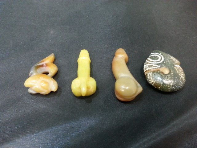 FOUR ANTIQUE JADES AND AGATE STATUES