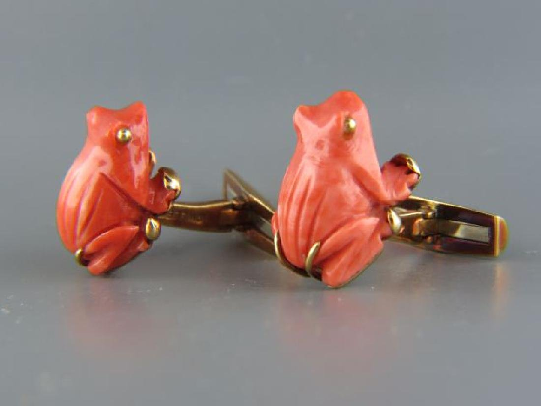 David Webb Carved Coral 18k Gold Frog Cufflinks,