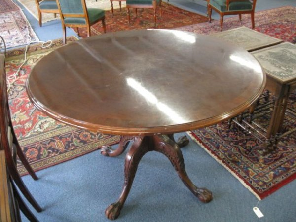 14B: Chippendale Style Round Table, carved legs,