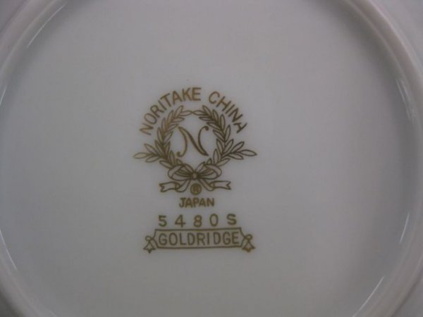 "809: 119 pc. Noritake ""Goldridge"" China Service for 12  - 3"