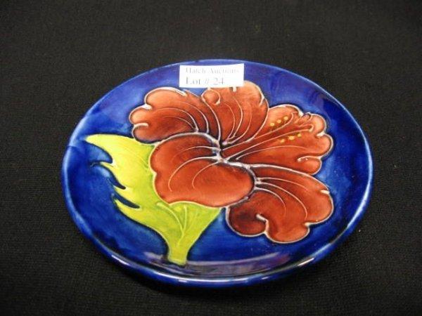 24: Moorcroft Art Pottery Dish, hibiscus decor, cobalt
