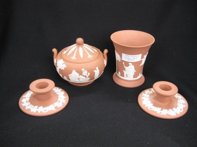 502: 4 pcs. Wedgwood, salmon, includes pair candleholde