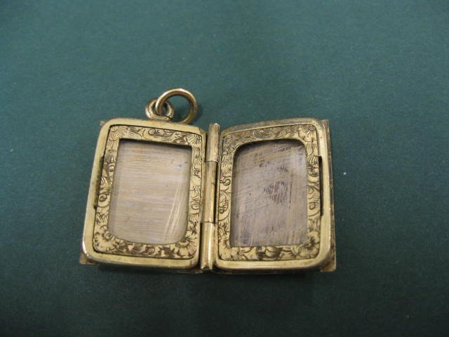511: Victorian Gold Book Locket, finely engraved