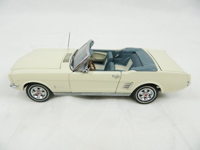 15: The Danbury Mint 1966 Ford Mustang 1:24