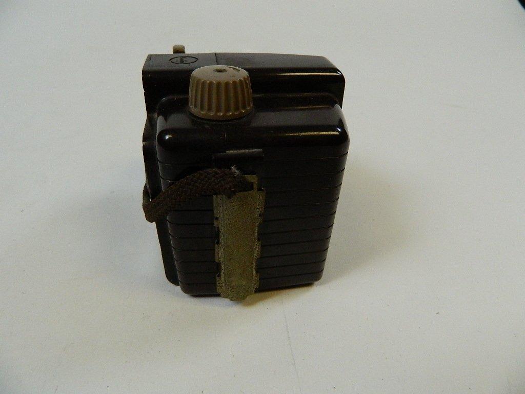 Vintage Kodak Brownie Holiday Camera w/ Dakon Lens - 2