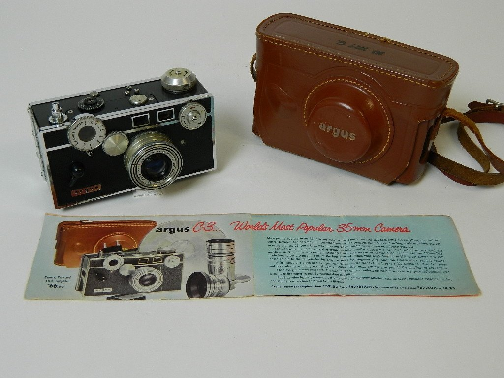 Argus C-3 35 mm Camera With Leather Case