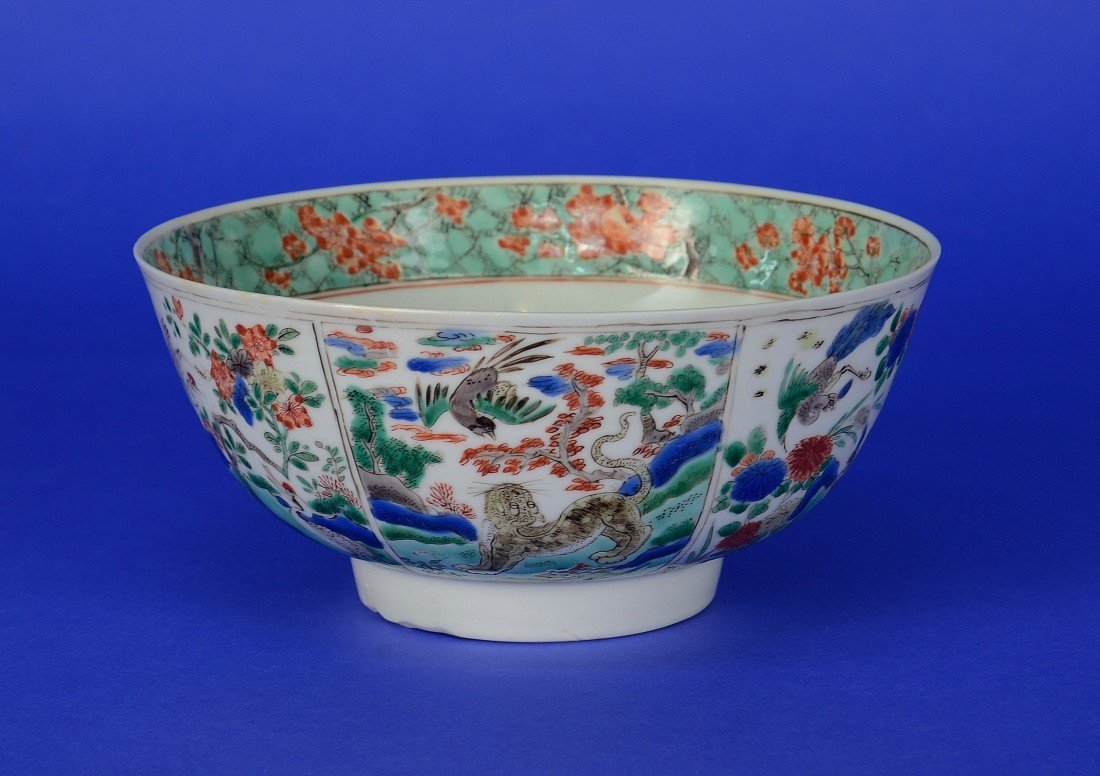 CHINESE KAKIEMON DECORATED FOOTED BOWL, 18th century;
