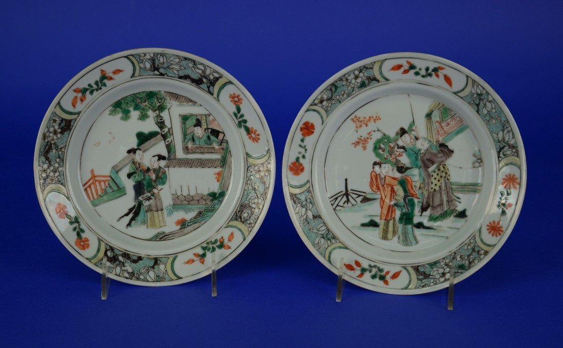 PAIR CHINESE FAMILLE VERTE FIGURAL DECORATED PLATES,