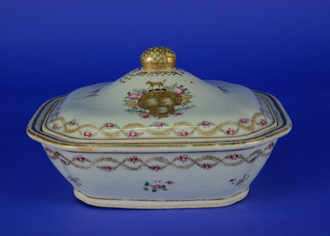 CHINESE EXPORT FAMILLE ROSE OCTAGONAL ARMORIAL TUREEN,