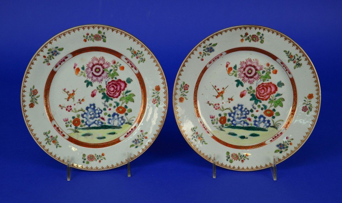 PAIR CHINESE EXPORT FAMILLE ROSE PLATES, 18th/19th
