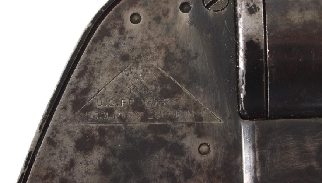 WWII U.S. Pyrotechnic M-8 Flare Gun - 5