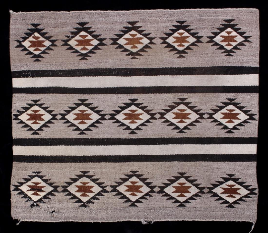 Navajo Old Crystal Pattern Wool Rug