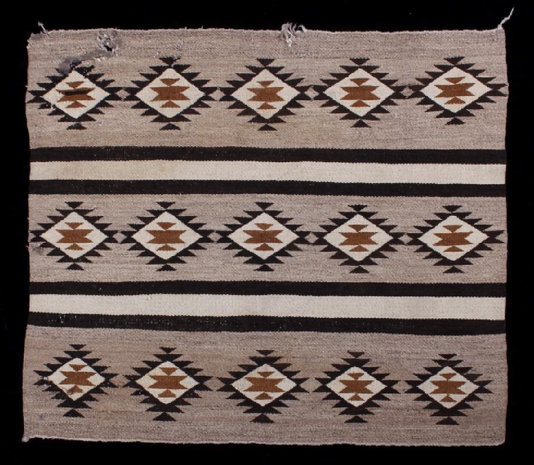 Navajo Old Crystal Pattern Wool Rug - 2