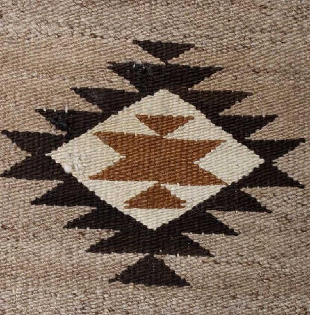 Navajo Old Crystal Pattern Wool Rug - 3