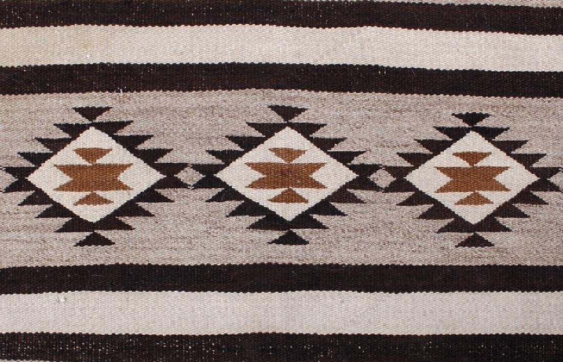 Navajo Old Crystal Pattern Wool Rug - 4