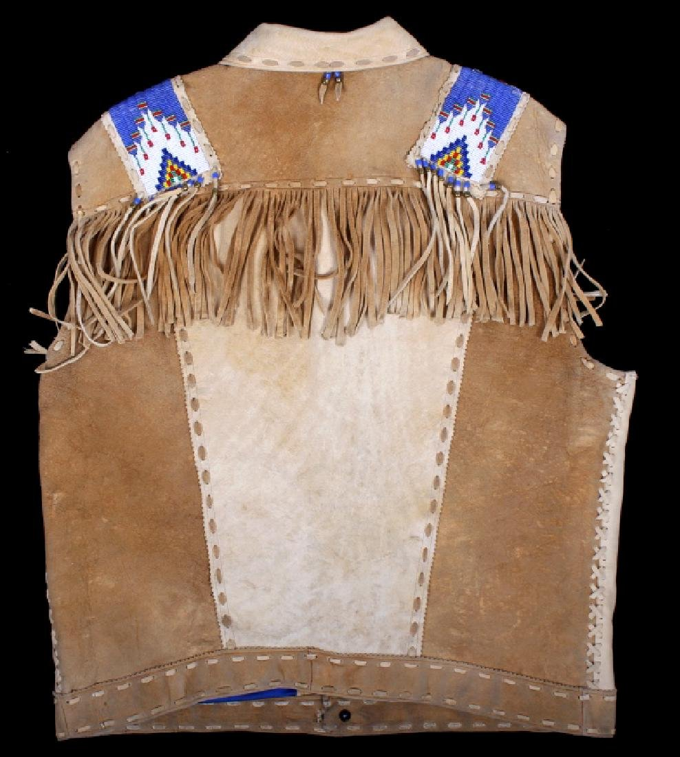 Native American Buckskin Beaded Vest, 20th Century - 11