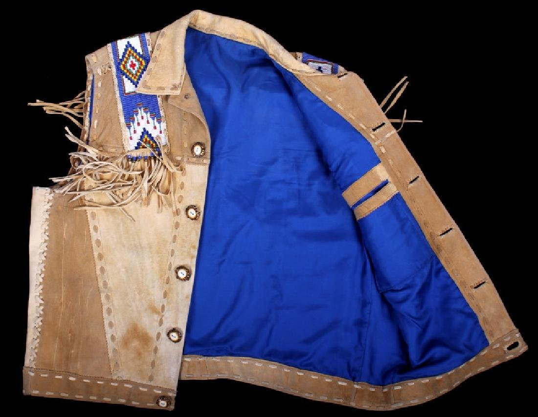 Native American Buckskin Beaded Vest, 20th Century - 17