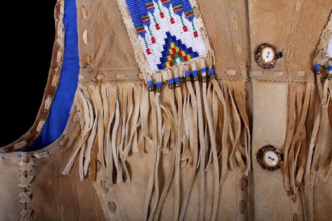 Native American Buckskin Beaded Vest, 20th Century - 7