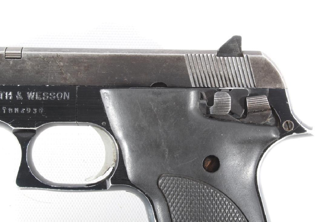 Smith & Wesson Model 422 .22 LR Semi Auto Pistol - 10