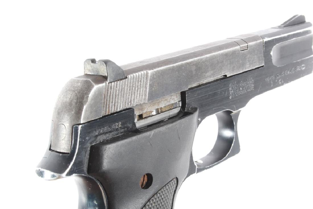 Smith & Wesson Model 422 .22 LR Semi Auto Pistol - 15