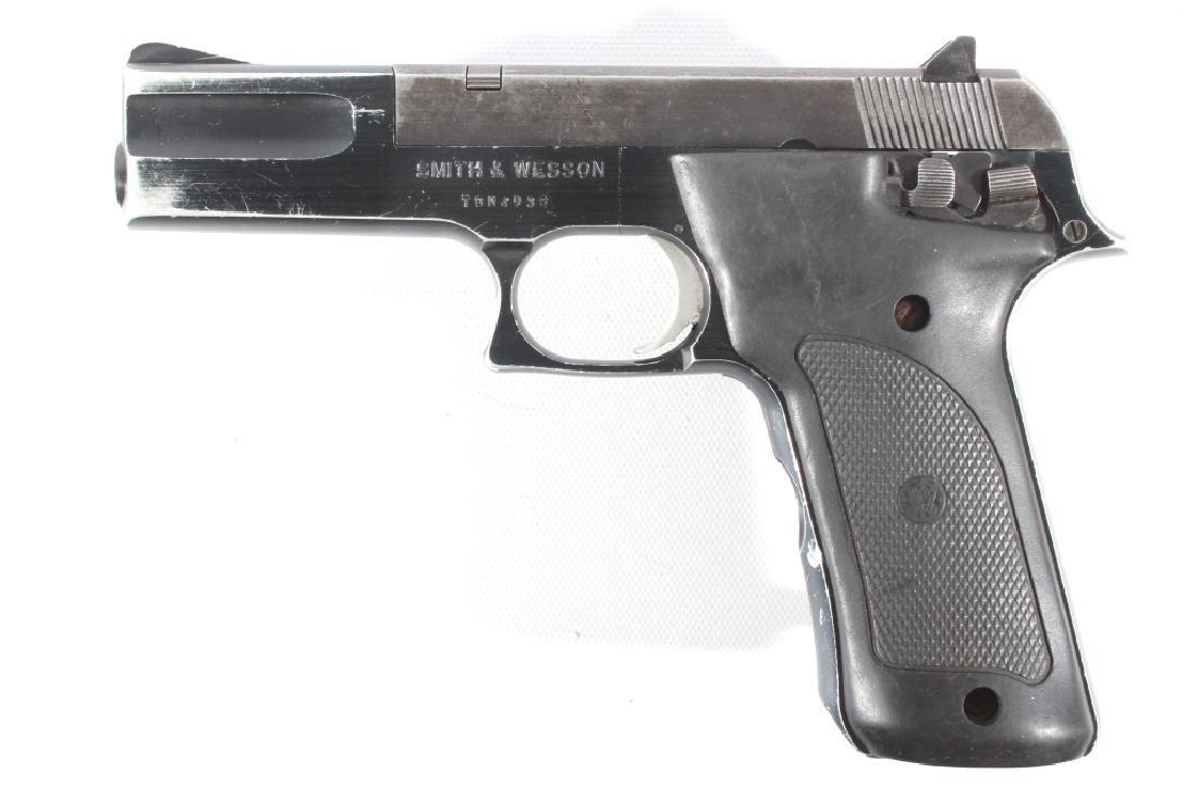 Smith & Wesson Model 422 .22 LR Semi Auto Pistol - 8