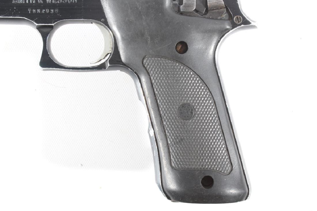 Smith & Wesson Model 422 .22 LR Semi Auto Pistol - 9