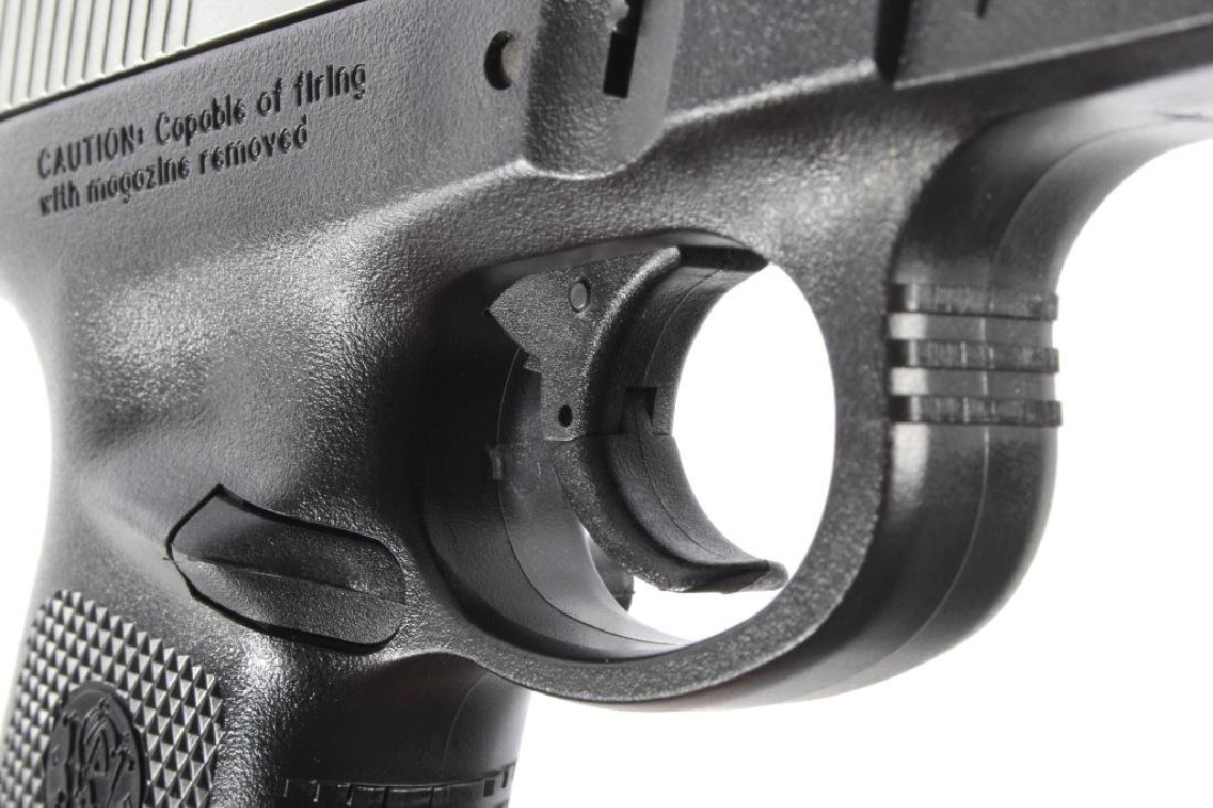 Smith & Wesson SW40VE .40S&W Semi-Auto Pistol - 13