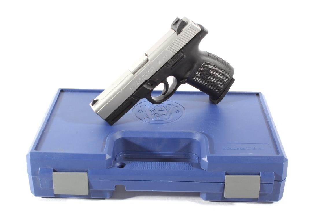 Smith & Wesson SW40VE .40S&W Semi-Auto Pistol