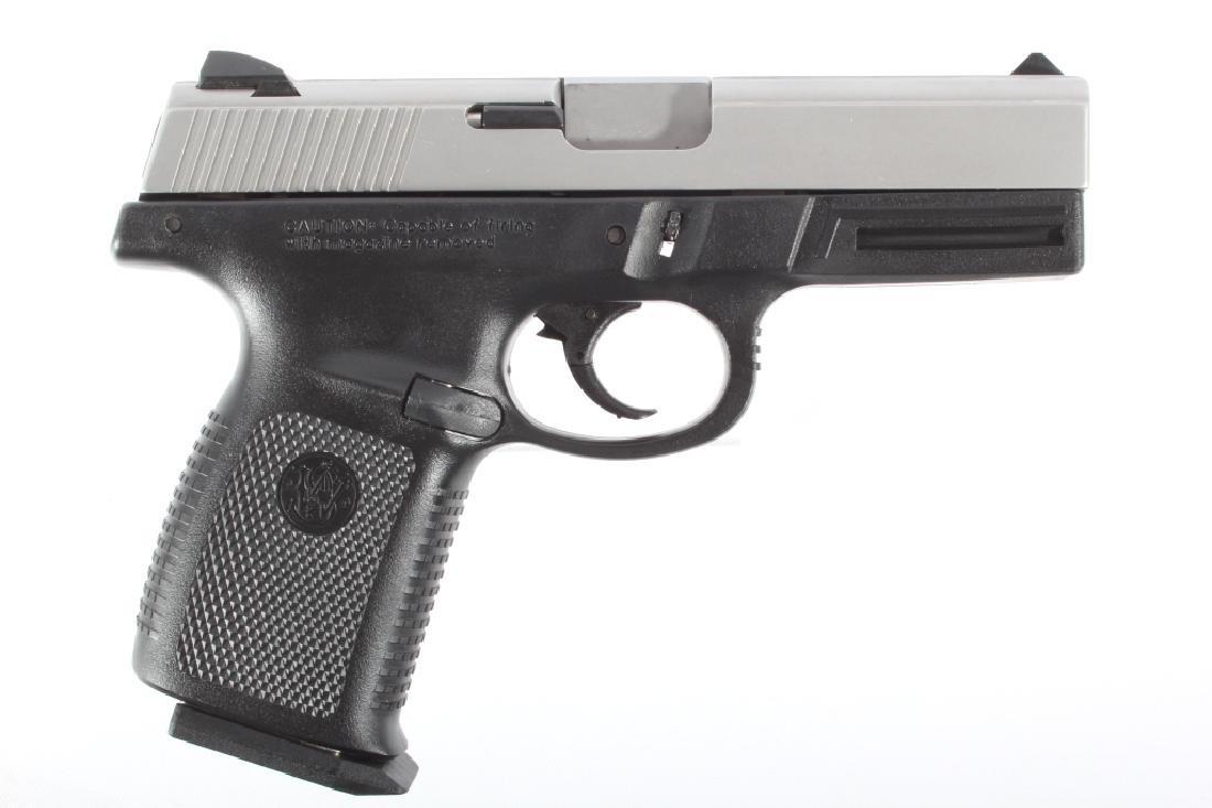 Smith & Wesson SW40VE .40S&W Semi-Auto Pistol - 2