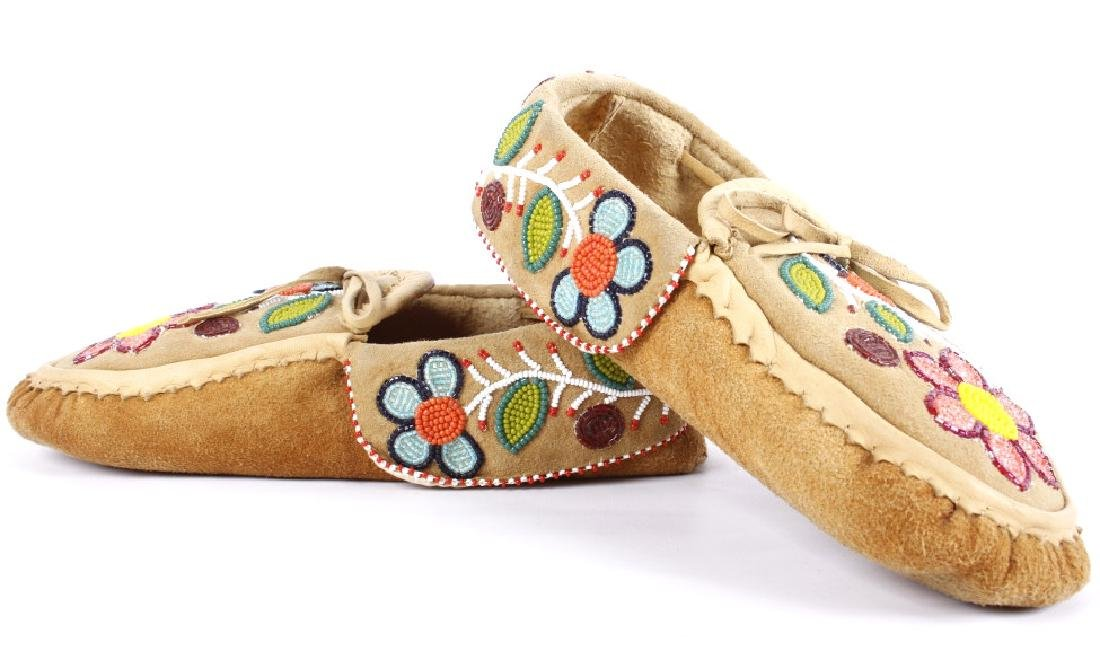 Chippewa Native Floral Beaded Leather Moccasins - 5