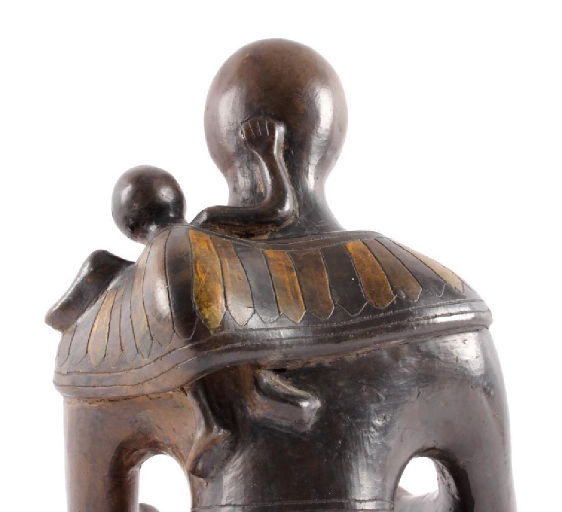 c.1910 Santo Domingo Woman & Child Pottery - 11