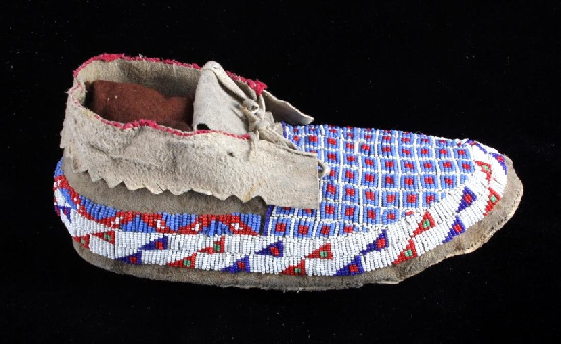 Sioux Native American Beaded Moccasins - 4