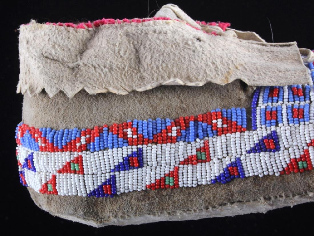 Sioux Native American Beaded Moccasins - 7