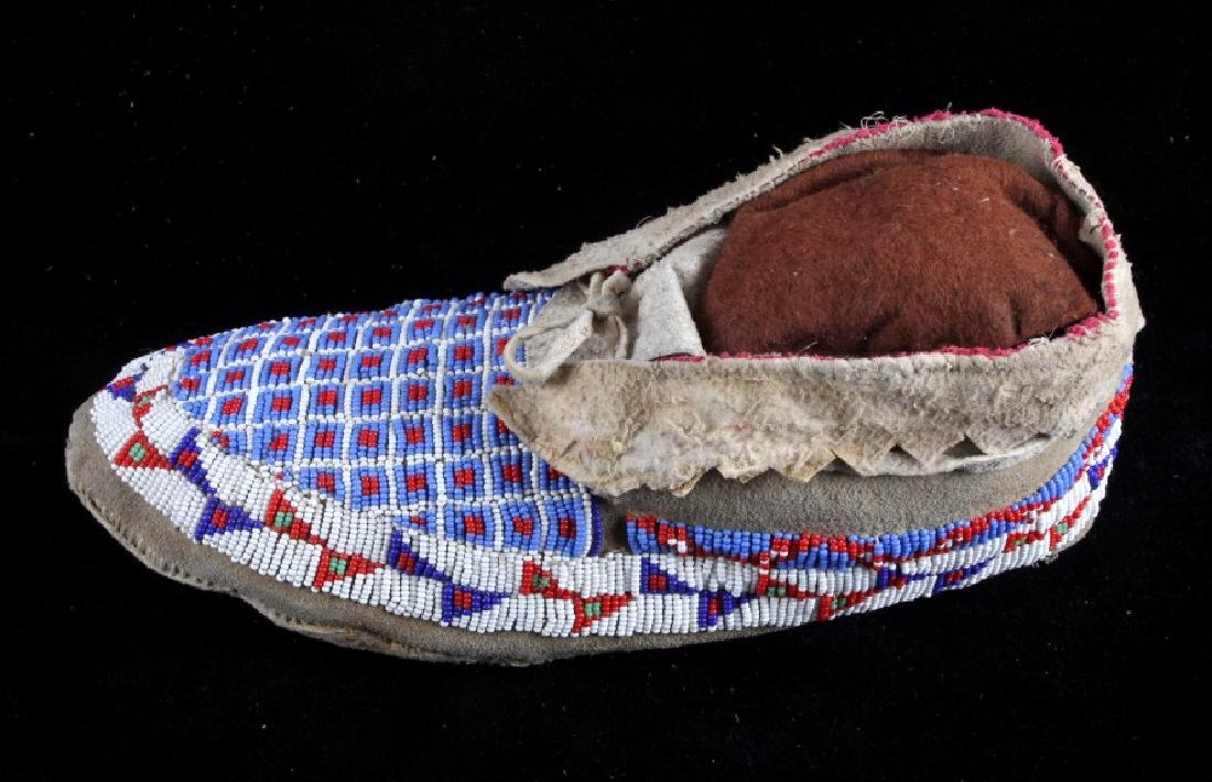 Sioux Native American Beaded Moccasins - 8