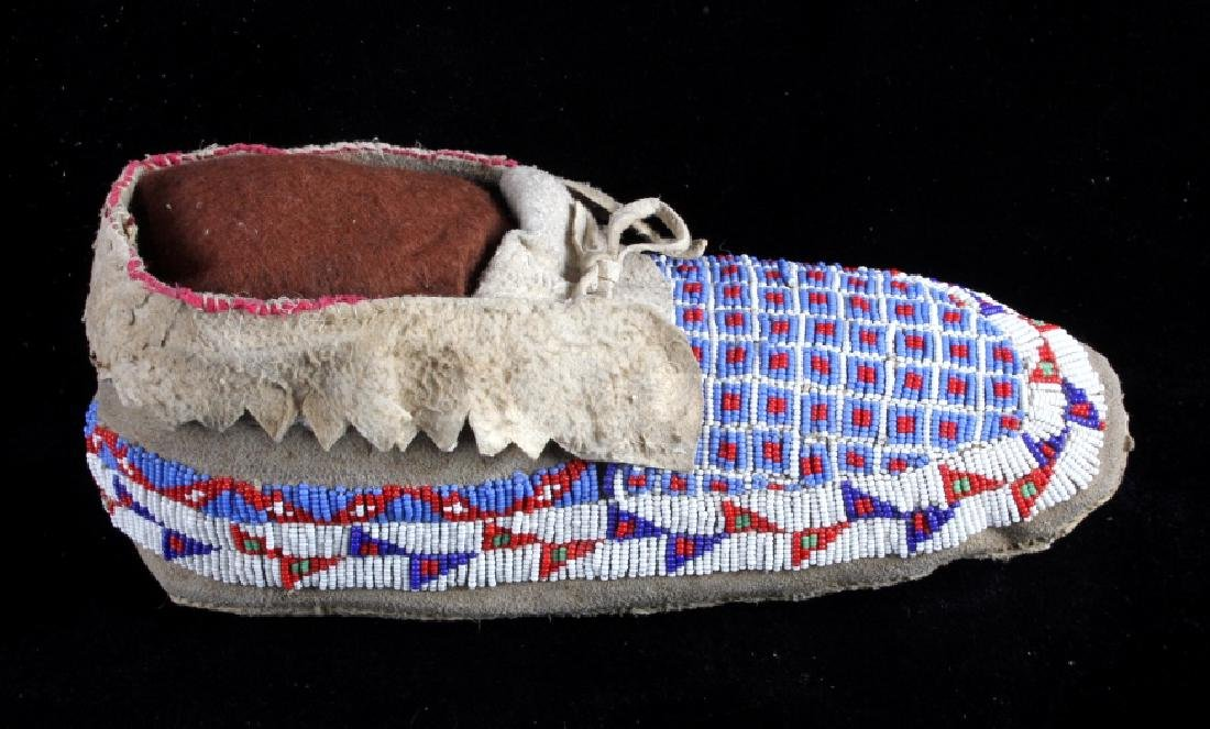 Sioux Native American Beaded Moccasins - 9
