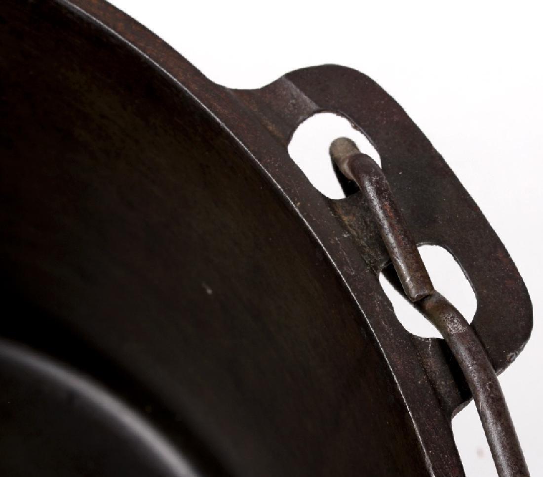 Griswold Cast Iron No. 12 Tite-Top Dutch Oven - 8