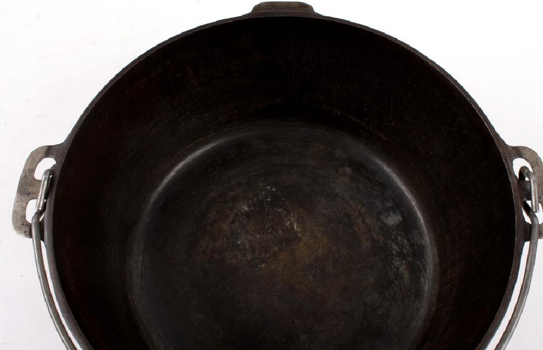 Griswold Cast Iron No. 11 Tite-Top Dutch Oven - 8