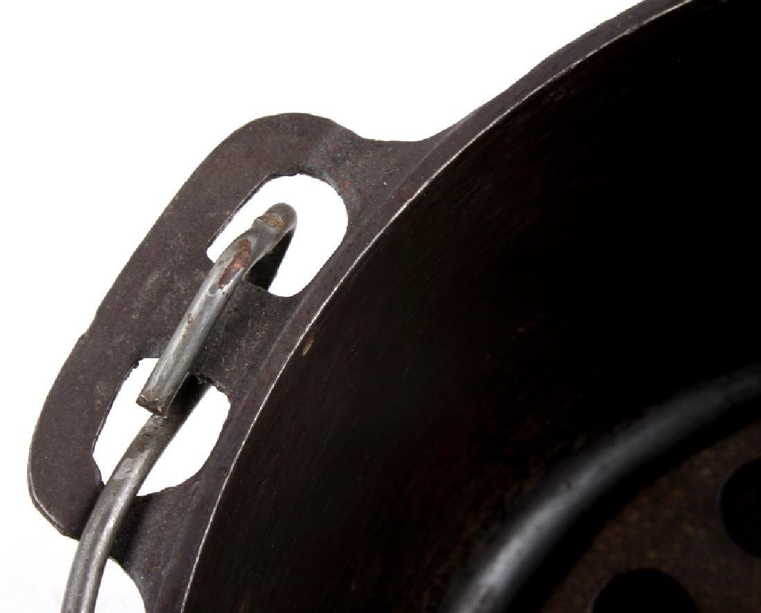 Griswold Cast Iron No. 9 Tite-Top Dutch Oven - 10