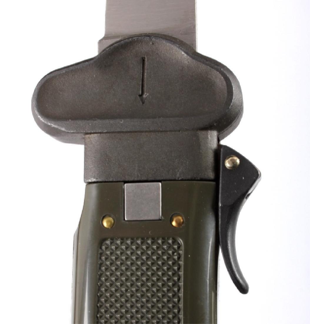 Bund German Paratrooper Gravity Knife New in Box - 6