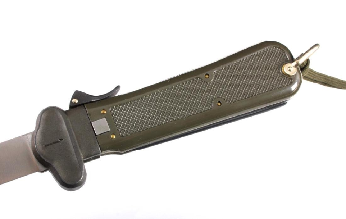 Bund German Paratrooper Gravity Knife New in Box - 9
