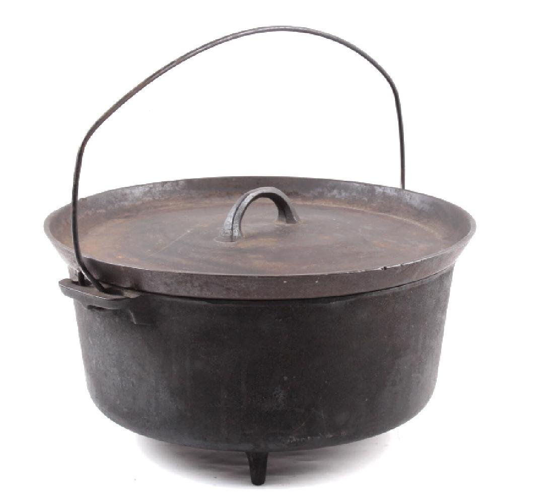 Griswold No.10 Three Legged Chuck-Wagon Dutch Oven