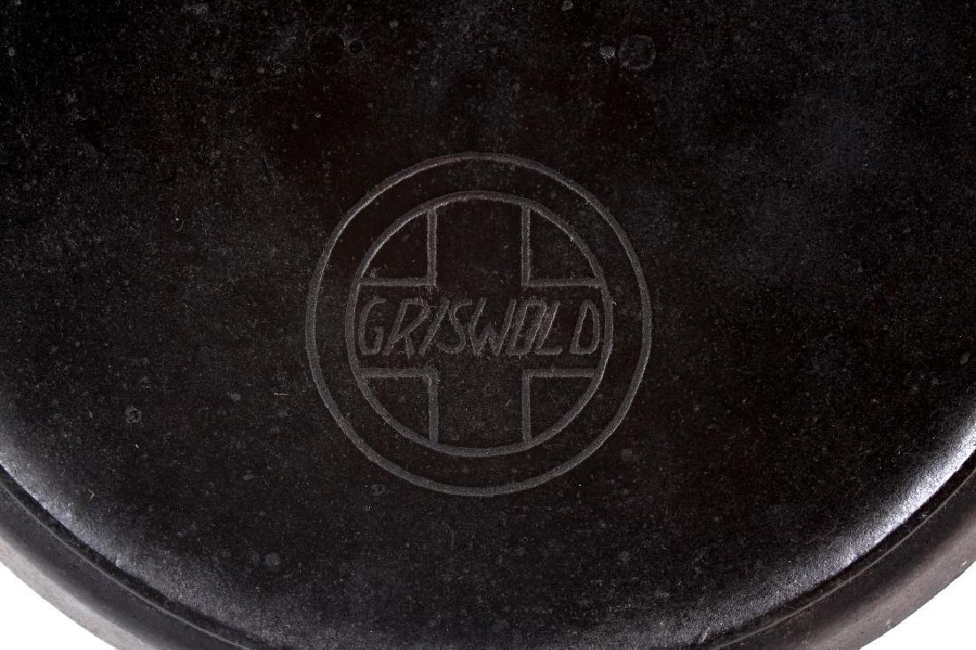 Griswold No.10 Three Legged Chuck-Wagon Dutch Oven - 3