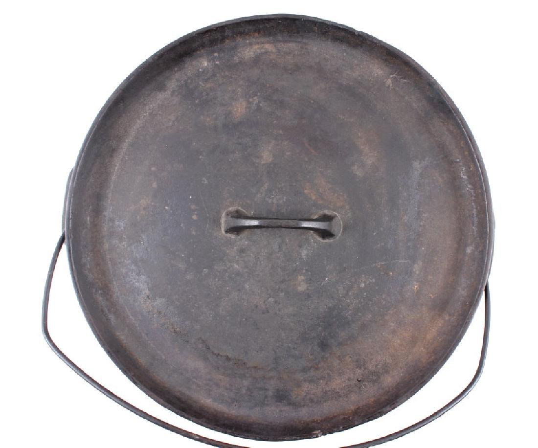 Griswold No.10 Three Legged Chuck-Wagon Dutch Oven - 4