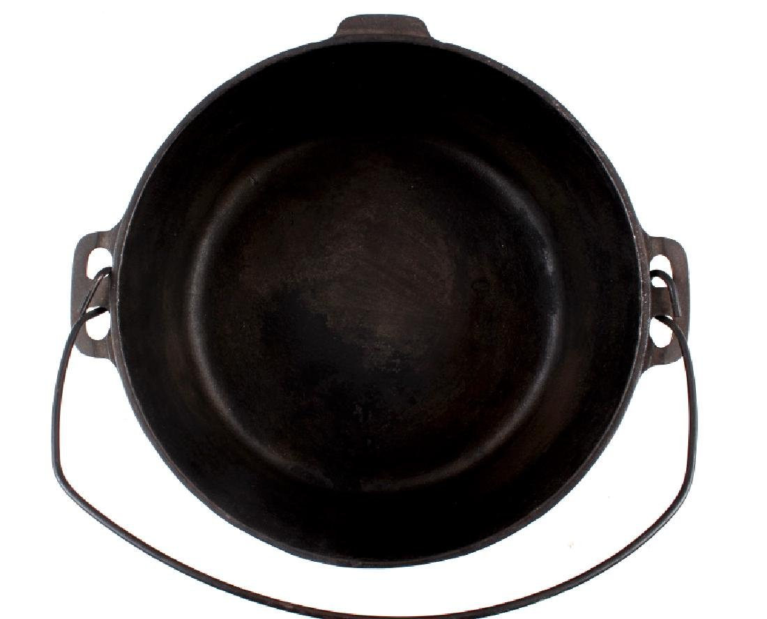 Griswold No.10 Three Legged Chuck-Wagon Dutch Oven - 5
